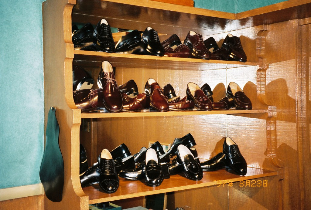 aoc shop 17 aol cordovan shelf